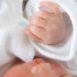 赤ちゃん冬は寝るときミトン不要?手が冷たいのはなぜ?いつまで必要